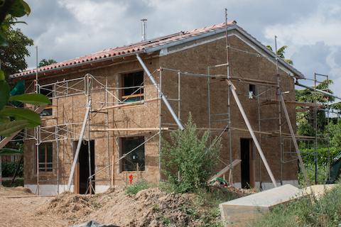 Visite d une maison terre paille instrument e l 39 union 31 areso cerema envirobat oc - Construire une maison en terre ...